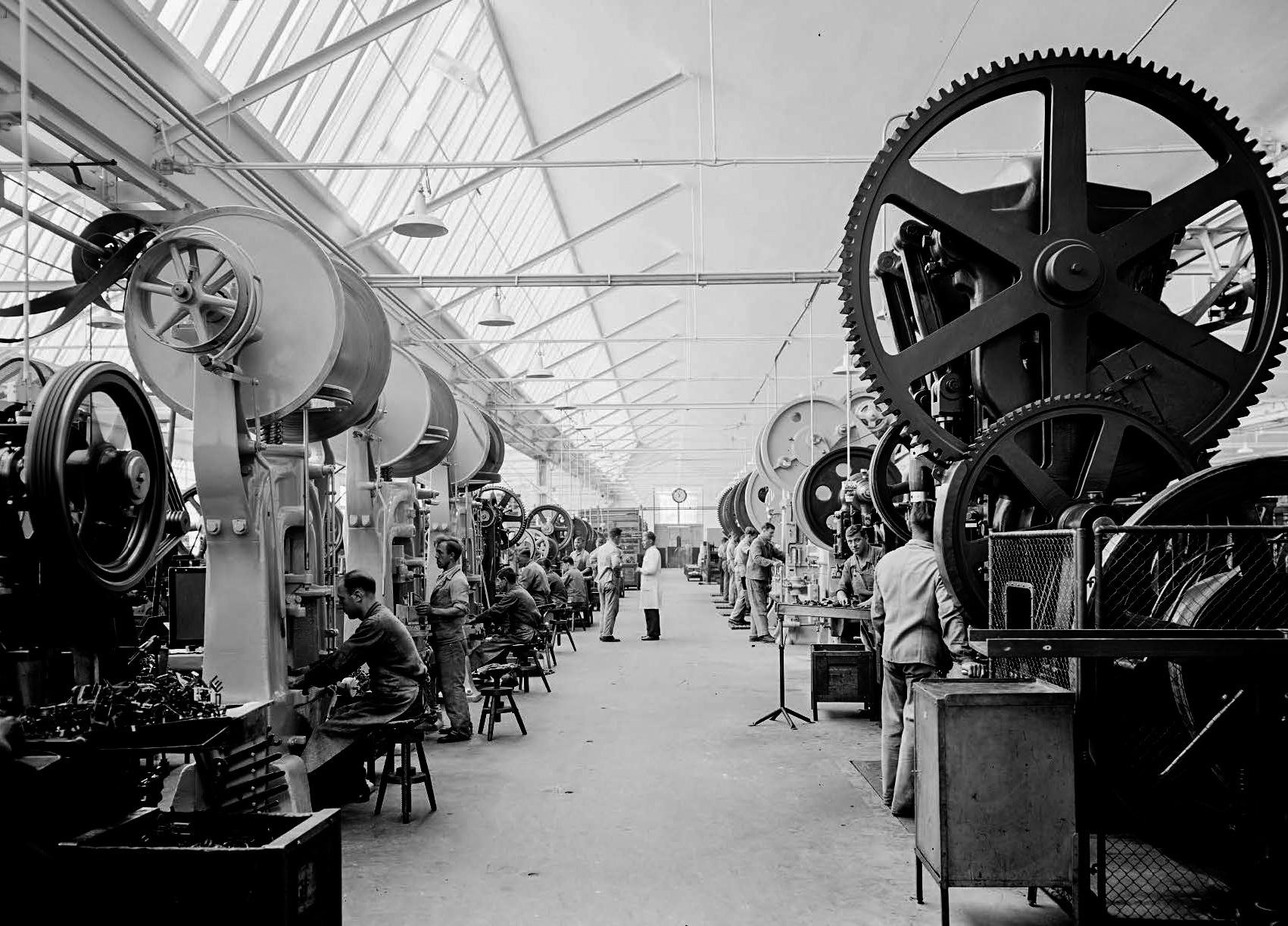 Stanzerei in den Shedhallen am neuen Standort, 1930